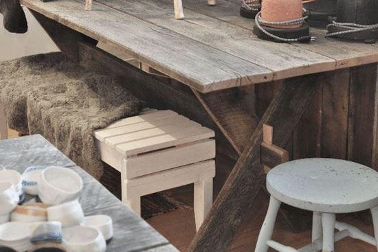 Bild på Matbord i ek och återbruk
