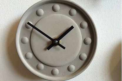 Bild på Klocka i betong från Tove Adman