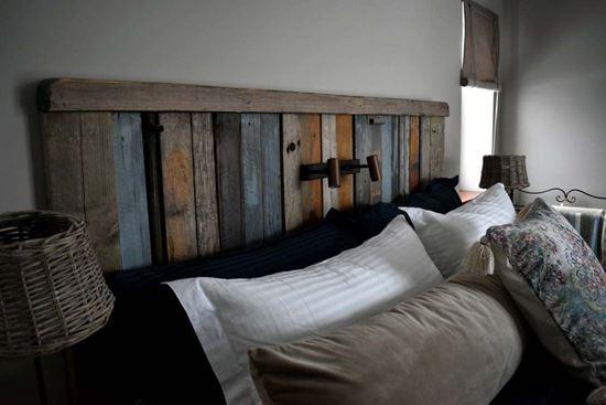 Bild på Sänggavel och sängbord, villa Onsala
