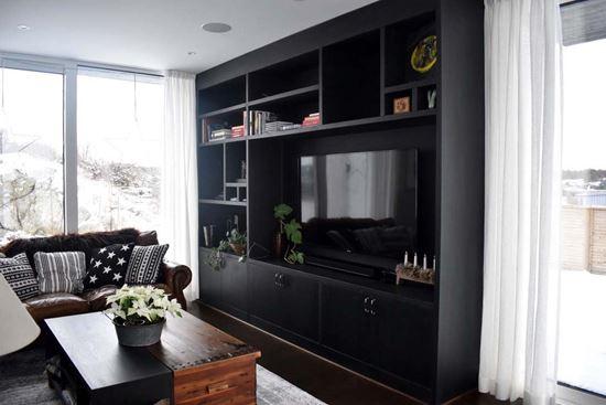 Bild på Platsbyggd tv-möbel och soffbord i svartek, villa Onsala