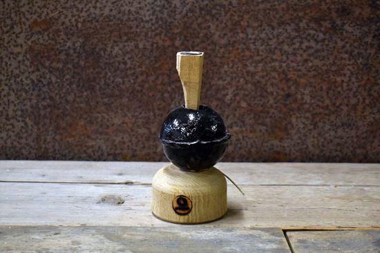 Bild på Ljusstake i ek med keramikkula